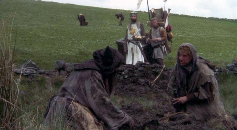 در سکانسی را از مونتی پایتون و جام مقدس زن دهقان انگلیسی هنگام ملاقات با آرتور، شاه خودخواندهی انگلیسی میگوید «خب من که به تو رای ندادم.»