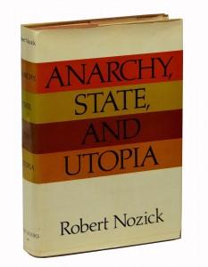رابرت نوزیک فیلسوف سیاسی در کتاب مشهورش «آنارشی، حکومت و اتوپیا» به طرح مسئلهی ماشین تجربه میپردازد و از آن طریق زندگی در رویا و واقعیت را تحلیل میکند