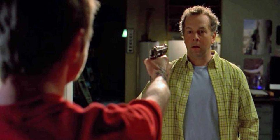 نقطهی عطف جنایتهای والت همین لحظه است. وقتی دوستت را مجبور میکنی برای نجات جانت یک بیگناه را بکشد.